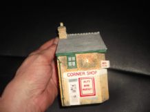 COLLECTABLE MINIATURE ALFS CORNER SHOP DETAILED HEAVY ORNAMENT BLAYCROSS 5""